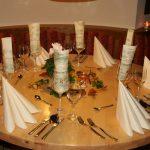 Tisch rund eingedeckt